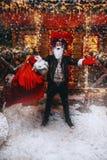 Gladlynt punkrock santa fotografering för bildbyråer