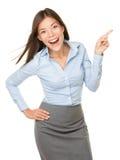 gladlynt spännande pekande kvinna Arkivfoton