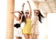 gladlynt tre kvinnor Royaltyfria Bilder
