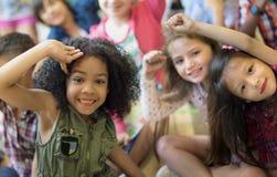 Gladlynt variationsbegrepp för skolbarn arkivbild