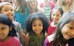 Gladlynt variationsbegrepp för skolbarn arkivbilder