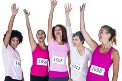 Gladlynta kvinnliga idrottsman nen med lyftta armar fotografering för bildbyråer