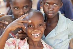 Gladlynta och lyckliga barn från nordliga Mocambique Royaltyfria Bilder