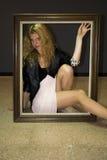 Glam vaggar flickan fotografering för bildbyråer