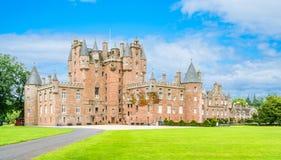 Glamis城堡在一个晴天,安格斯,苏格兰 免版税库存照片