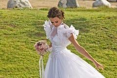 Glamorös brud Fotografering för Bildbyråer