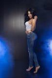 Glamorös curvy brunettewoman Arkivbilder