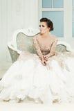 Glamorös dam i högvärdig klänning royaltyfri foto