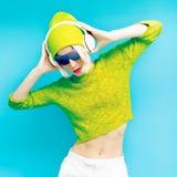 Glamorös Lada discjockey i trendig sportswear Arkivfoton