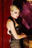 glamorös lyxig model stående Royaltyfri Foto
