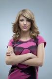 glamorös rosa posera kvinna Royaltyfri Bild