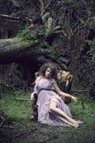 glamorös slitage kvinna för härlig klänning Royaltyfri Foto