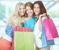 Glamorösa shoppare Royaltyfria Bilder