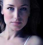 Glamor Frauen-Gesichtsportrait stockbild