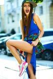 glamour modieuze model in de kleren van de hipsterzomer Stock Foto