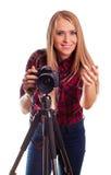 Glamour vrouwelijke fotograaf die die beelden nemen - op wit worden geïsoleerd Stock Afbeelding