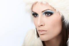 Glamourfoto av vinterskönhet Arkivbild