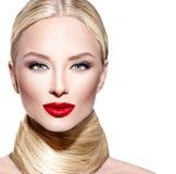 Glamourkvinna med långt blont rakt hår Arkivbilder