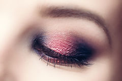 Glamourmake-up en perfect wenkbrauwclose-up Stock Foto's