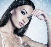 Glamourportret van een jonge en aantrekkelijke vrouw in make-up Stock Foto's