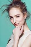Glamourportret van mooi vrouwenmodel met Stock Fotografie