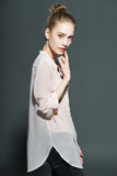 Glamourportret van mooi vrouwenmodel met Stock Afbeeldingen