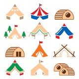 Glamping, luxueuze het kamperen tenten en de pictogrammen geplaatste van bambuhuizen Royalty-vrije Stock Fotografie