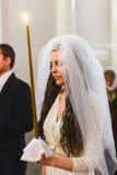 Gland : jeune mariée dans la robe de mariage Images stock