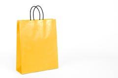 Glansig gul shoppingpåse. Royaltyfria Foton