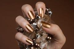 Glansig guld spikar royaltyfri bild