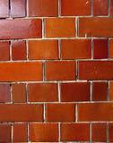 glansig orange vägg för tegelsten Arkivbilder