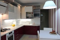 Glansigt modernt kök med vitöverkanten och körsbäret bottnar arkivbild