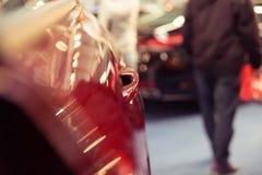 Glansowana czerwień malujący samochodowy drzwi z drzwiową krawędzią, koloru r szczegół Obraz Stock