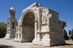 Glanum - el arco triunfal y el cenotafio Imagen de archivo libre de regalías