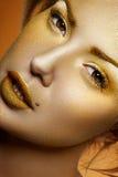 Glanzend Goud op Gezicht van mooie Vrouwen stock foto