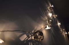 Glanzende decoratie bij donkere nacht royalty-vrije stock foto's