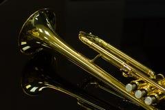 Glanzende gouden trompet Royalty-vrije Stock Afbeeldingen