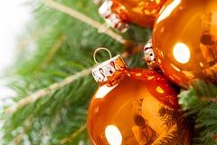 Glanzende heldere koper gekleurde Kerstmisballen Royalty-vrije Stock Afbeelding