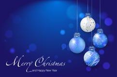 Glanzende Kerstmisballen op blauwe achtergrond - plaats voor uw tekst Royalty-vrije Stock Foto's
