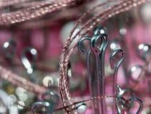 Glanzende naaiende naalden met draad Royalty-vrije Stock Foto's
