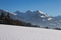 Glanzende sneeuwkristallen Stock Afbeeldingen