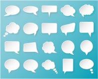 Glanzende Witboekbellen voor toespraak op een blauwe achtergrond Royalty-vrije Stock Foto