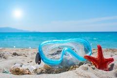 Glanzende zon over een het duiken masker stock foto