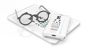 Glasögon, minnestavla och smartphone med synförmågaprovet på skärmen arkivfoton