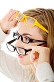 glasögon som slitage kvinnabarn Arkivbild