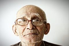 glasögonmanpensionär Arkivbilder
