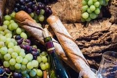 Glas και μπουκάλι κρασιού Στοκ φωτογραφίες με δικαίωμα ελεύθερης χρήσης