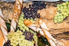 Glas и бутылка вина Стоковое Изображение