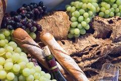 Glas и бутылка вина Стоковые Изображения