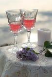 2 glas розового вина на таблице outdoors Стоковое фото RF